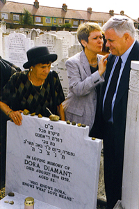 Dora's sister, Sara Baumer with her daughter Tova Perlmutter and Zvi Diamant at the August 15th ceremony at the United Synagogue Cemetery on Marlow Road.